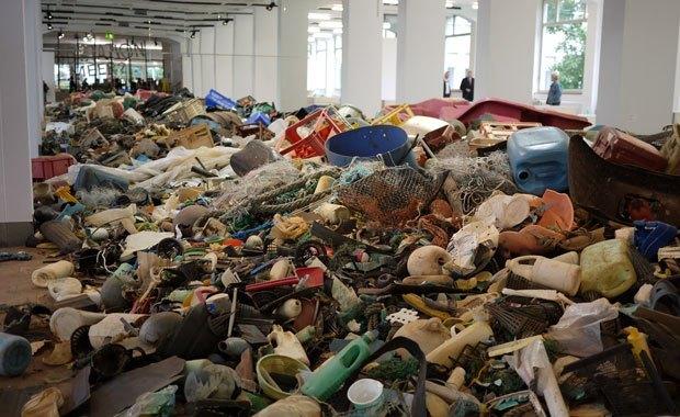 Museum-fuer-Gestaltung-Plastic-Garbage-01