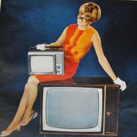femme-publicite-retro-vintage-main-10638462-e1456152299631